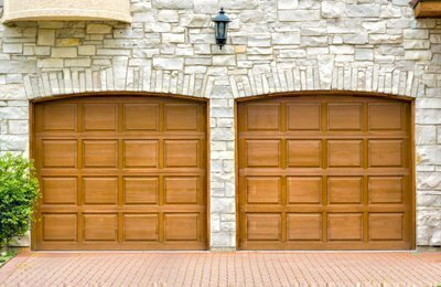 Merveilleux Wooden Garage Doors Are Popular Primarily For Their Appearance. They Can Be  Manufactured To Blend In To A Wide Variety Of Architectural Styles And  Allow For ...
